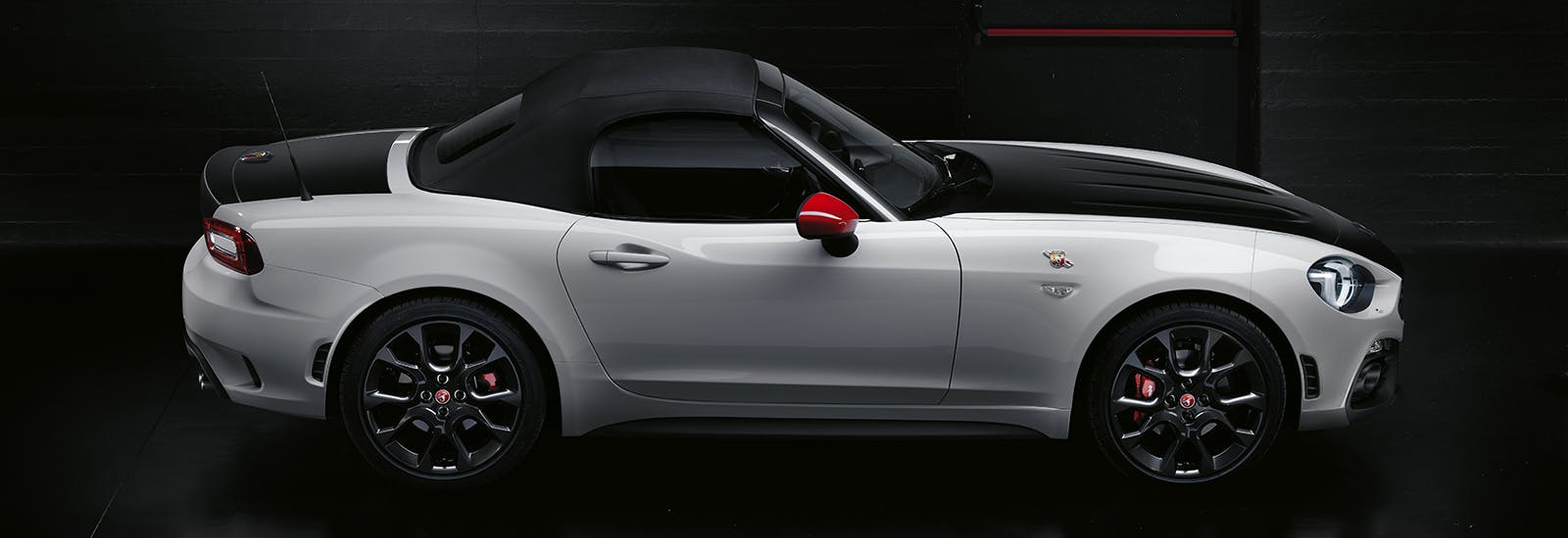 abarth 124 spider price specs and release date carwow. Black Bedroom Furniture Sets. Home Design Ideas