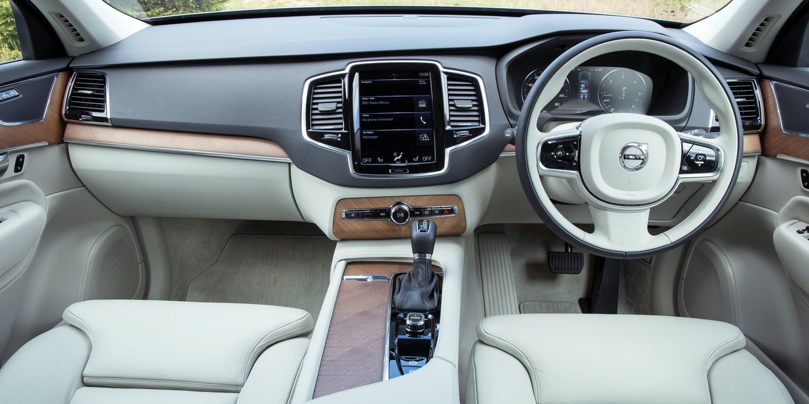 Volvo XC90 interior and infotainment | carwow