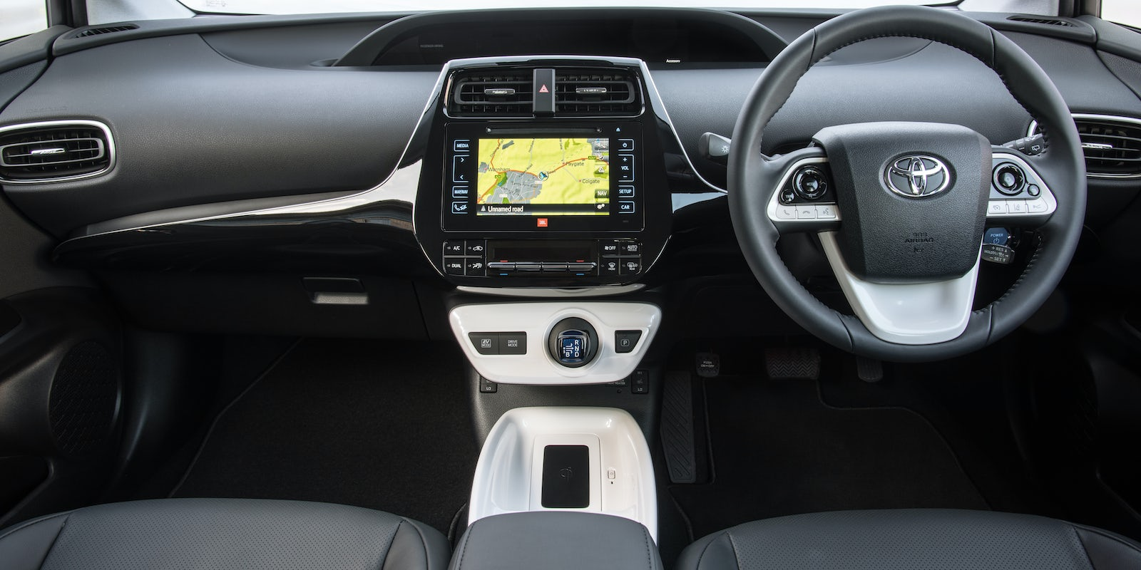 toyota prius interior and infotainment carwow. Black Bedroom Furniture Sets. Home Design Ideas