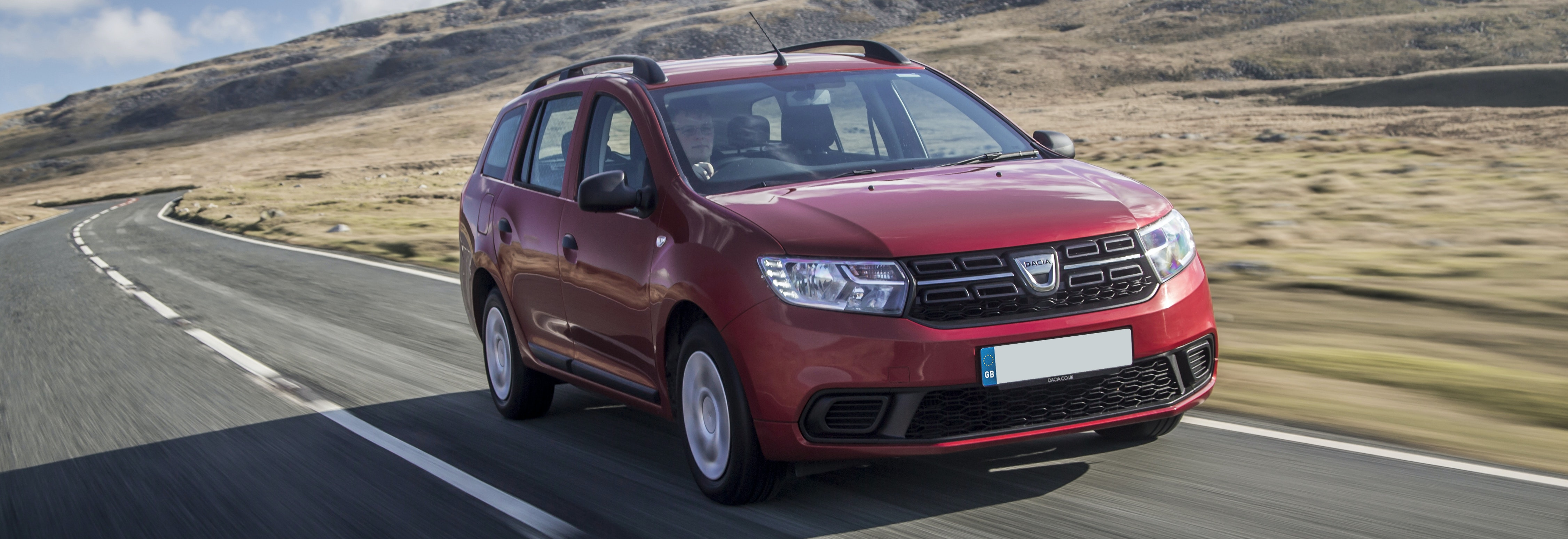 2018 dacia logan red driving front