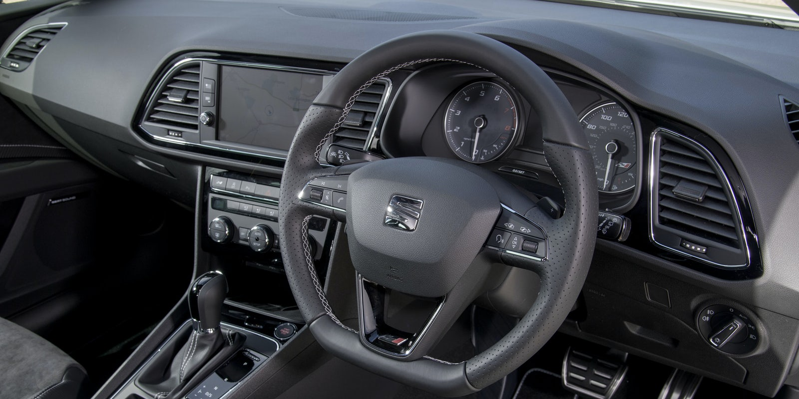 SEAT Leon Cupra ST Interior & Infotainment | carwow