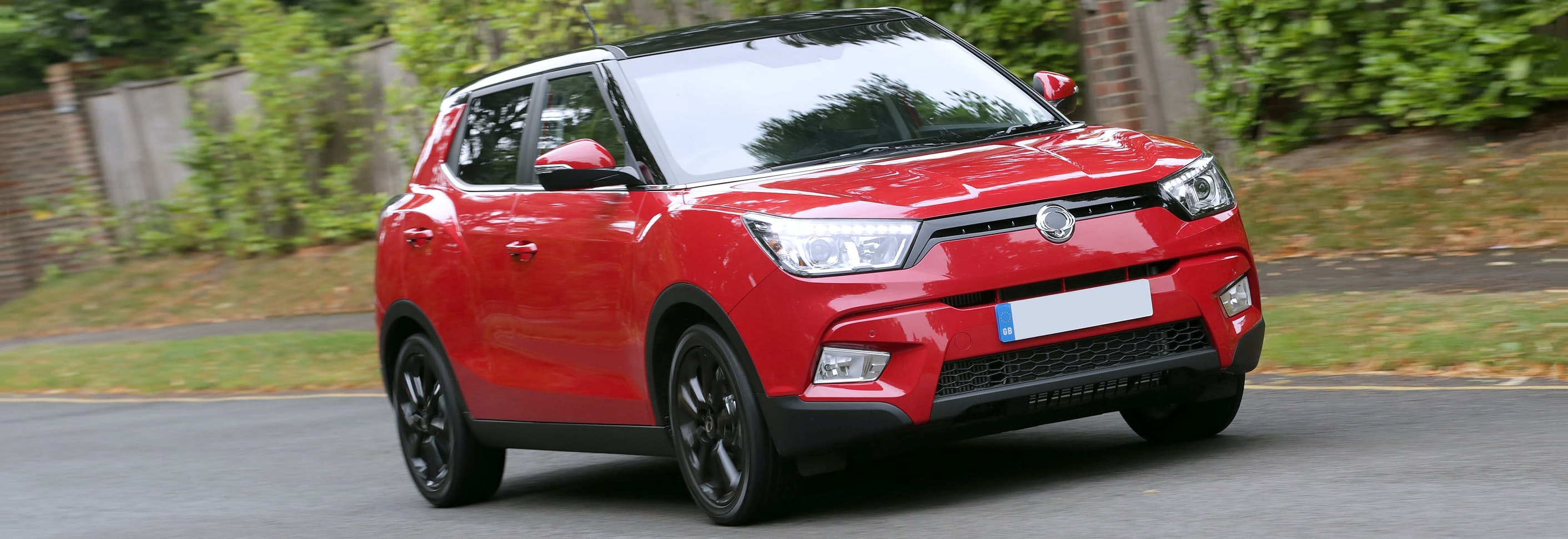 2018 ssangyong tivoli red driving front