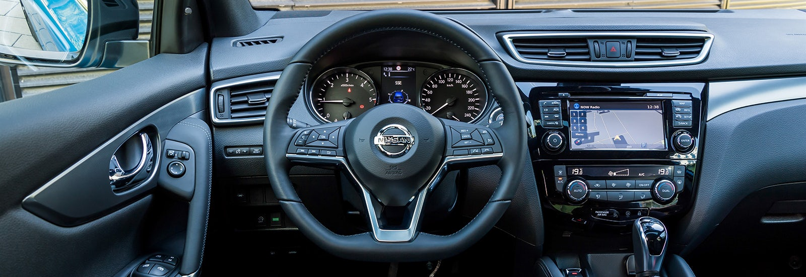 2017 nissan qashqai facelift price specs release date carwow for Interior qashqai 2018