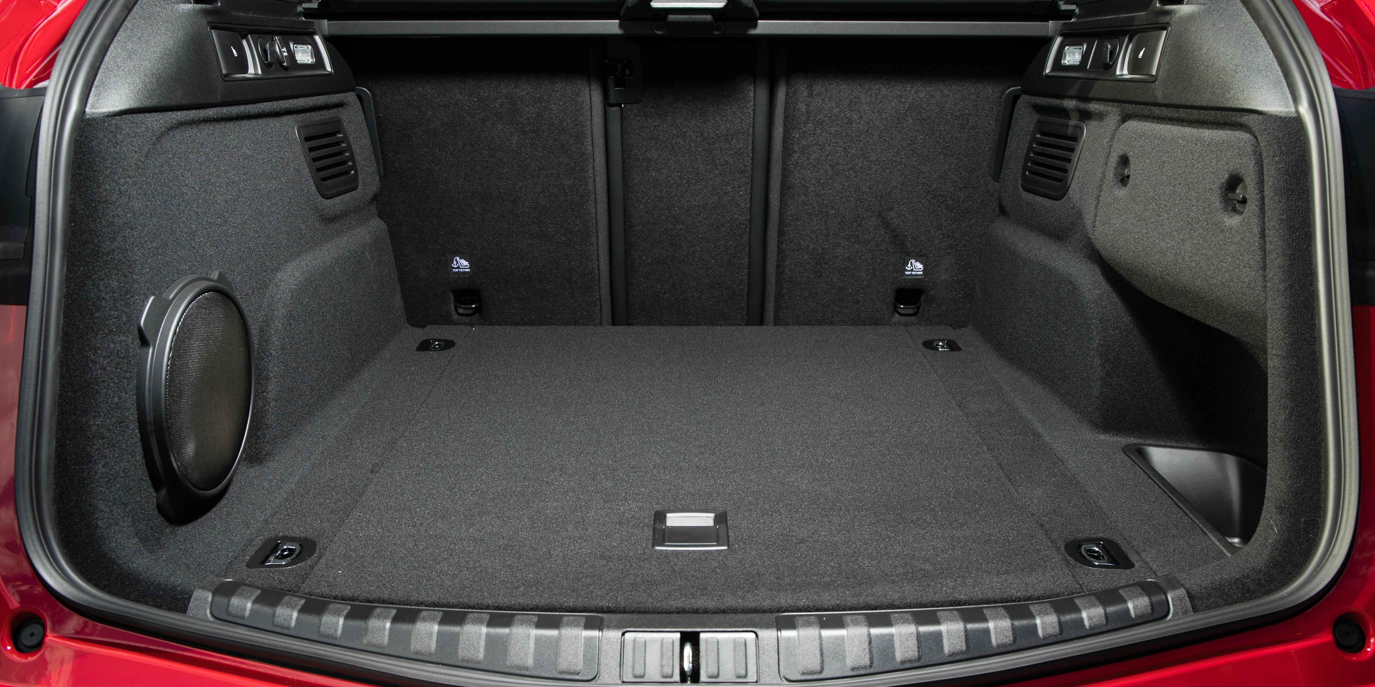 8 Seat Suv >> Alfa Romeo Stelvio Specifications | carwow