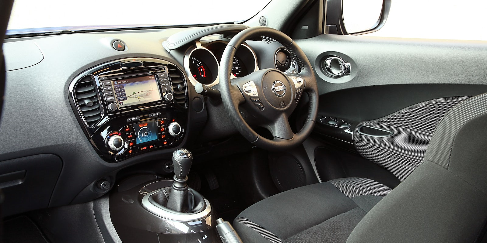Nissan juke review carwow for Nissan juke interieur