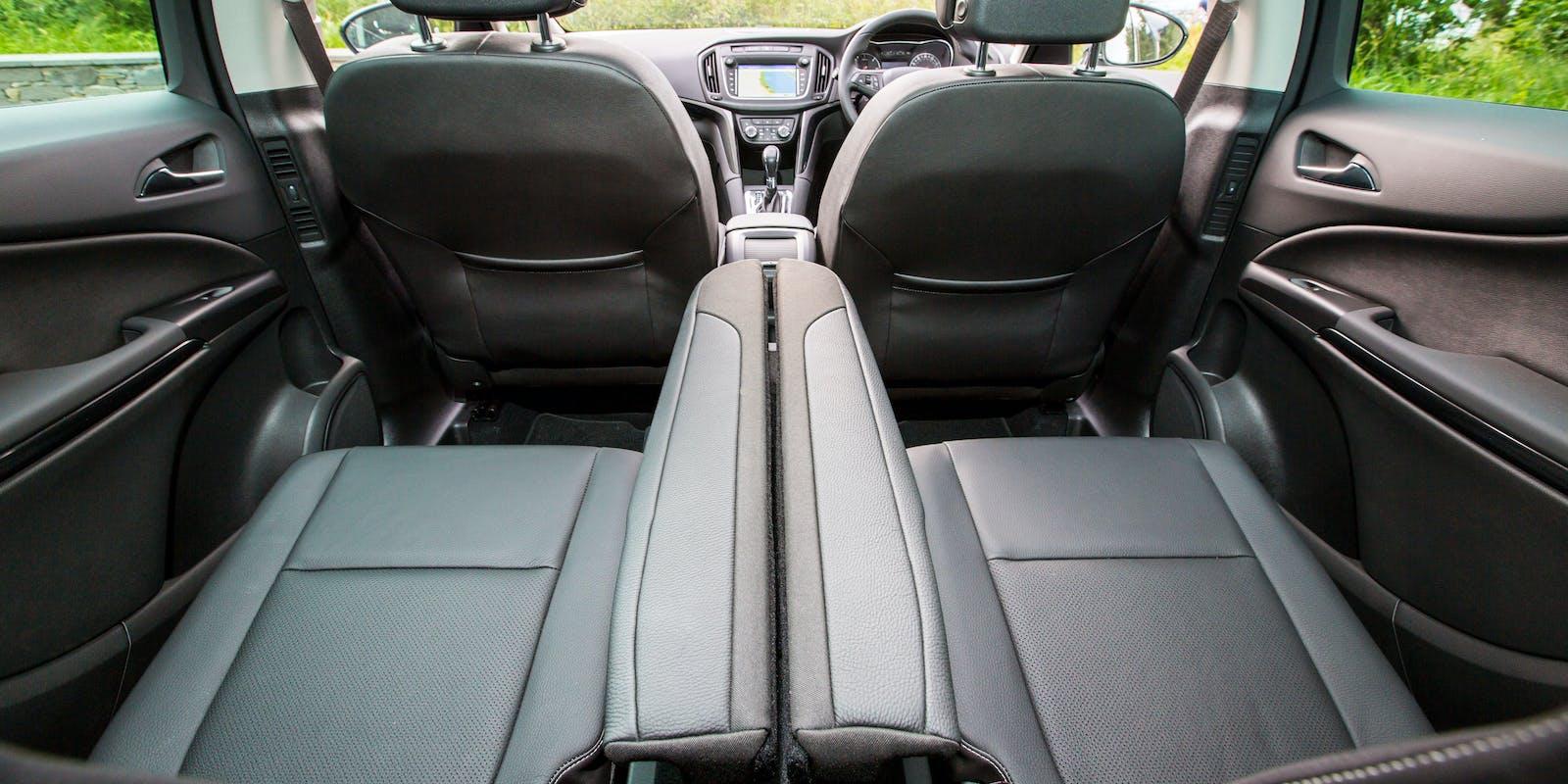 Vauxhall zafira tourer review carwow for Interior zafira tourer