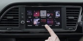 SEAT Leon Interior & Infotainment | carwow