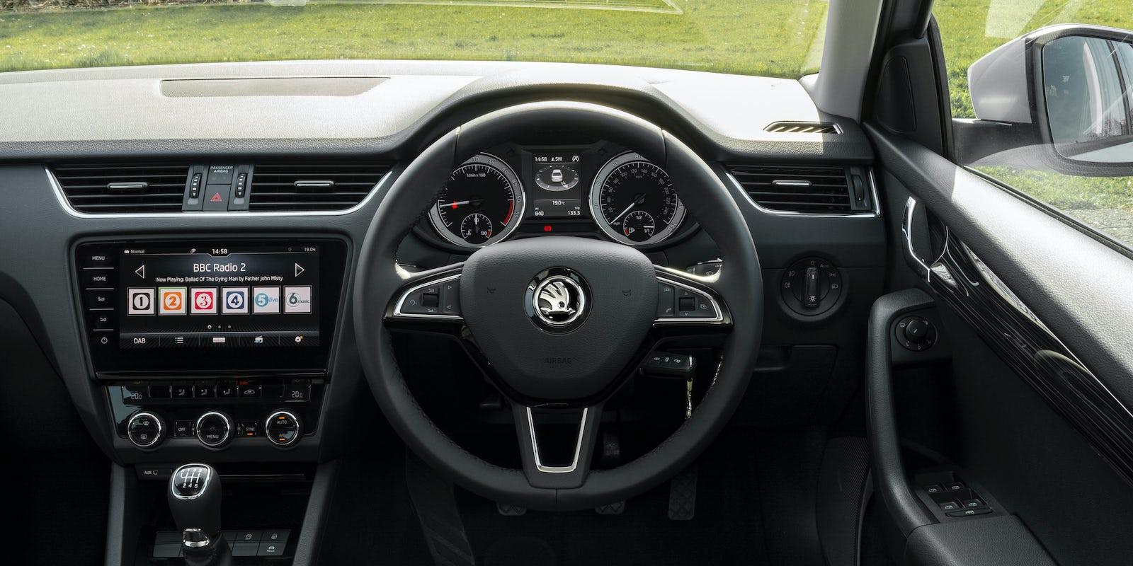 Skoda octavia interior infotainment carwow for Skoda octavia interior