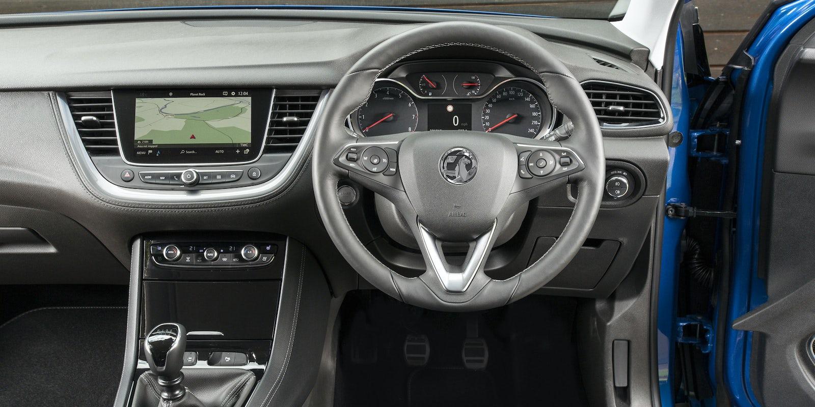 Vauxhall grandland x review carwow for Interior opel grandland x