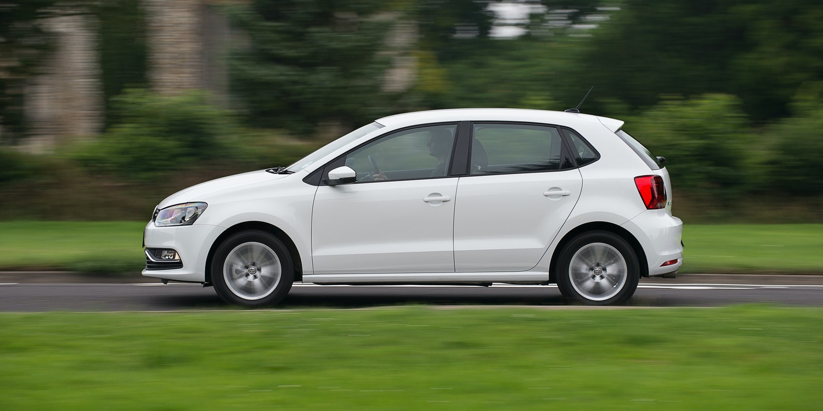 Volkswagen polo 2010 model araba resimleri - Five Door Models Make Fitting A Child Seat Easier